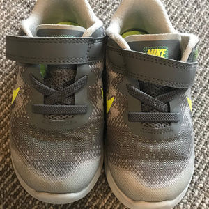 Nike Gray/White/Yellow Sneakers - Toddler 8